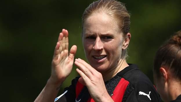 Natasha Dowie: Reading ficha al delantero de Inglaterra procedente del AC Milán