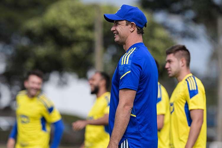 Felipe Conceio enlista a 23 jugadores del Cruzeiro para duelo ante CRB