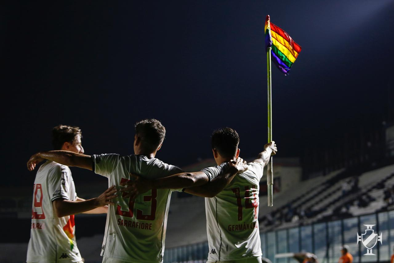 Los equipos brasileños utilizan los colores del arco iris para apoyar la lucha contra la homofobia