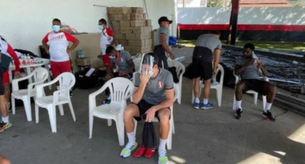 Perú vs. Ecuador: Renato Tapia incómodo con vestuario al aire libre que le dieron a la 'Bicolor' [FOTO]