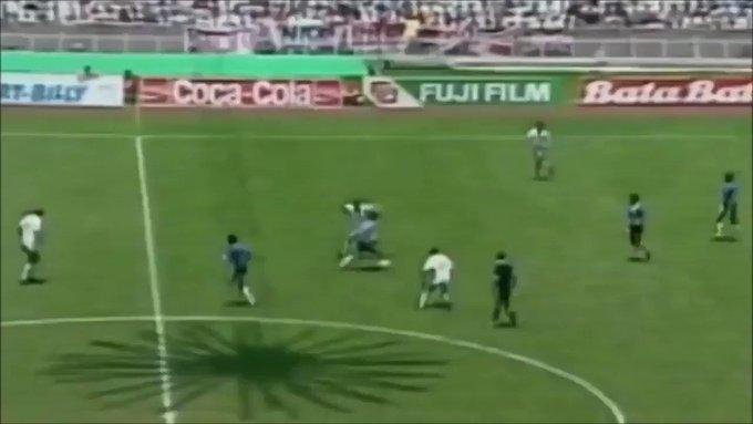 Vídeo: el impresionante gol en solitario de Diego Maradona contra Inglaterra celebra su 35 cumpleaños