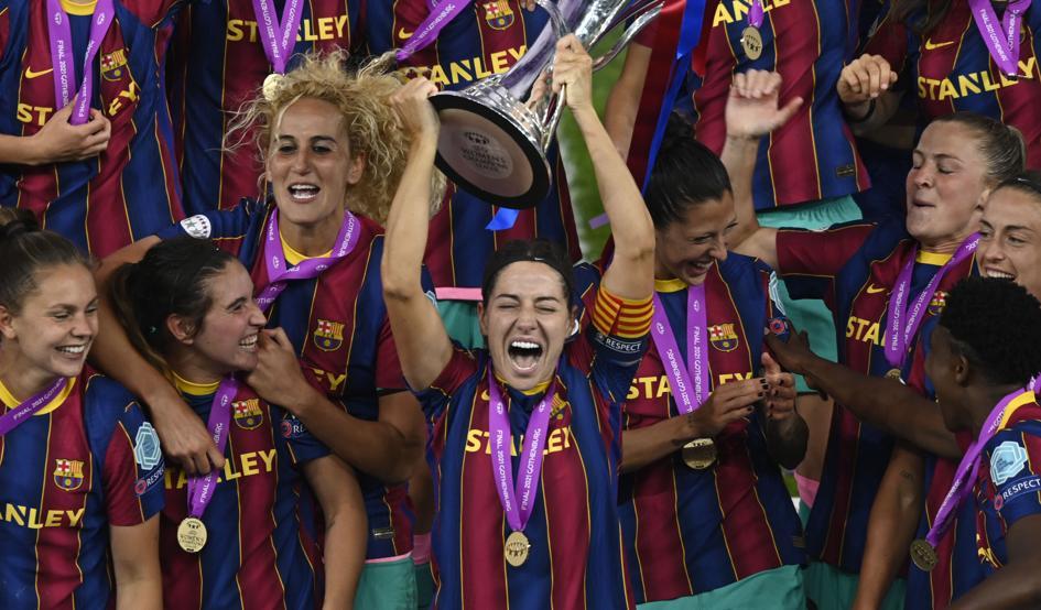 Vicky Losada, levantando la Champions League para el FC Barcelona