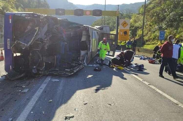 Accidente de autobús del equipo de fútbol sala Umuarama deja dos muertos