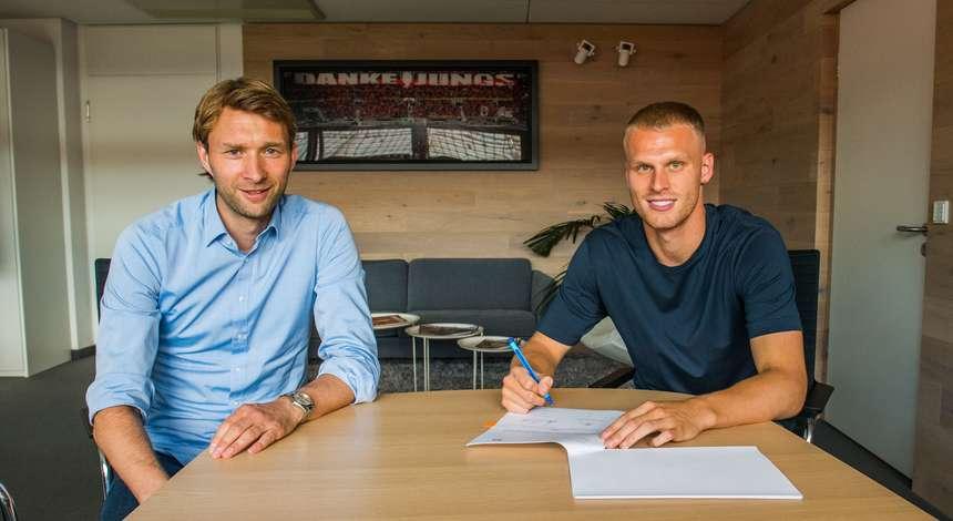 El Leverkusen sella el fichaje de Bakker