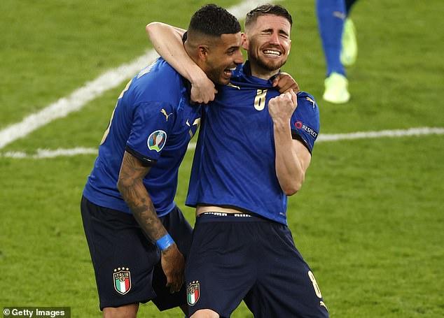 Los italianos Jorginho y Emerson Palmieri lograron un histórico doblete tras su triunfo en Wembley