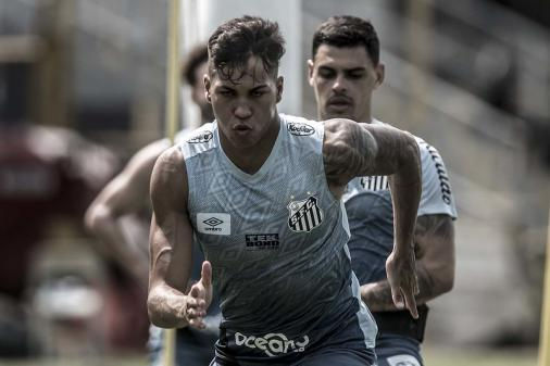 El Ejecutivo descarta la renovación de Kaio Jorge y la afición del Santos pide la destitución del delantero