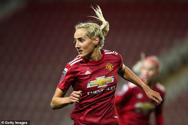 Millie Turner del Manchester United fue identificada erróneamente en el lanzamiento de la equipación de adidas para el club