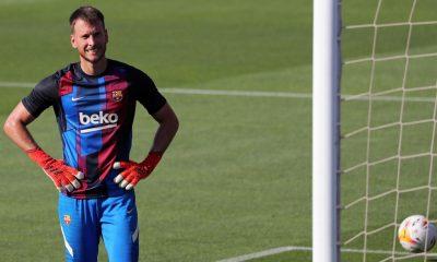 El Barcelona lucha por descargar al portero visitante Neto