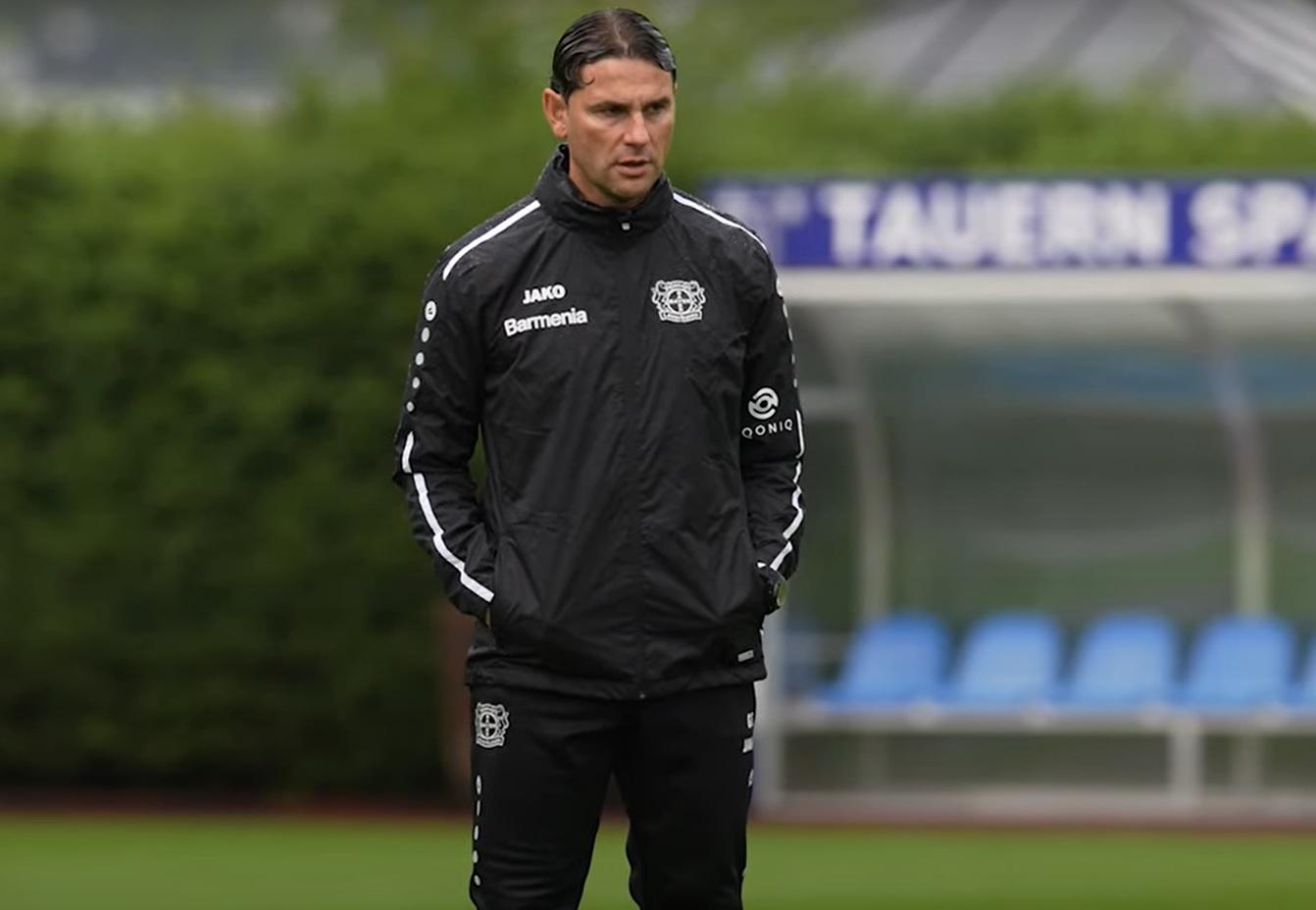 El nuevo entrenador del Leverkusen, Gerardo Seoane, saluda al 'impresionante' Florian Wirtz