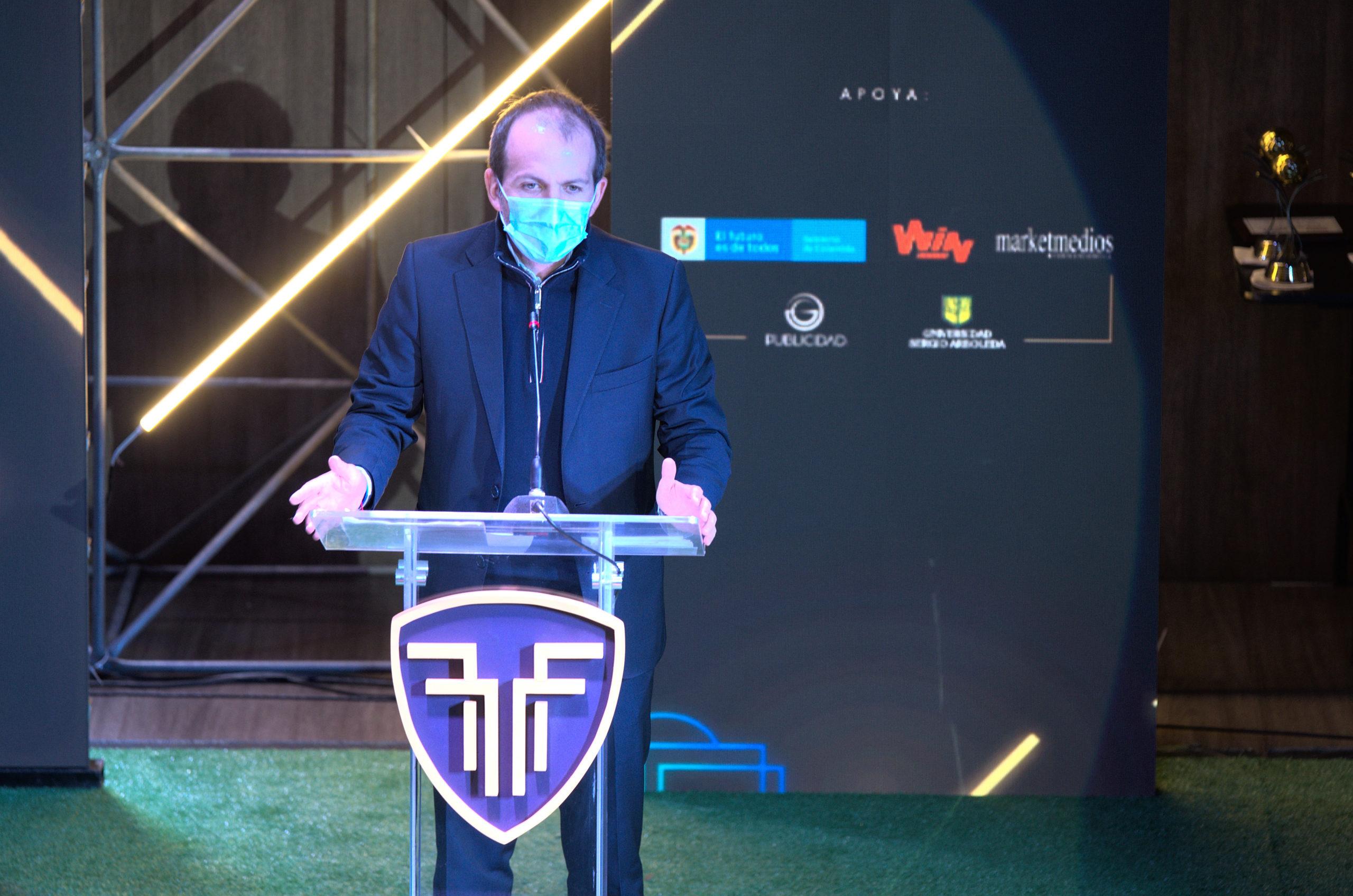 Ernesto Lucena deja su cargo como ministro del deporte colombiano