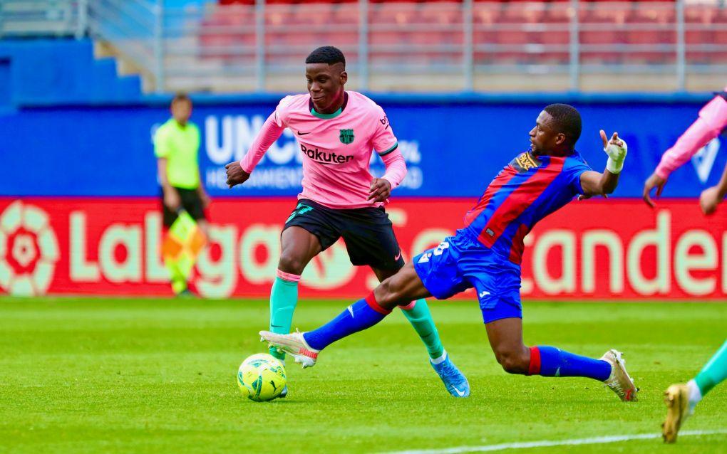 Ilaix Moriba podría ser retirado del Barcelona B mientras las negociaciones se ponen tensas