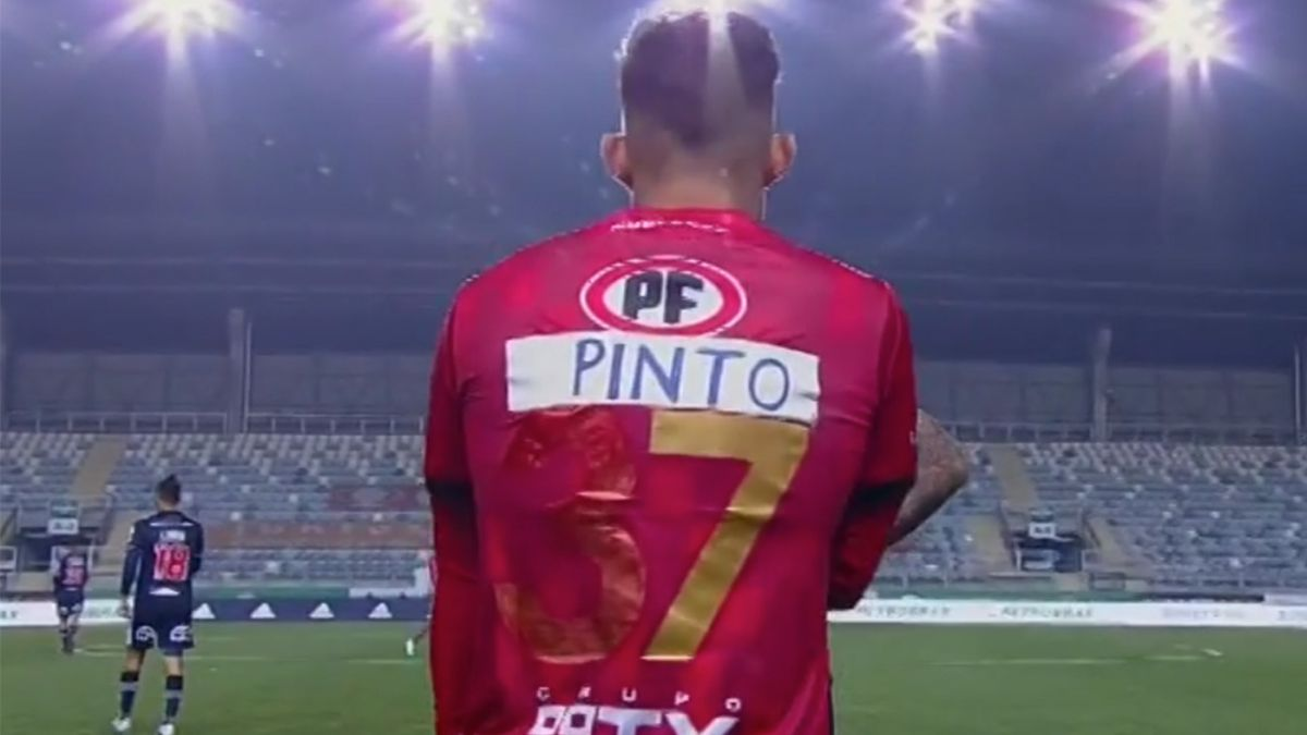 """""""La Chilean Premier League"""": Las reacciones que dejó la camiseta de Mathias Pinto"""