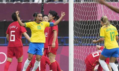 Marta celebra un gol en el Brasil-Zambia