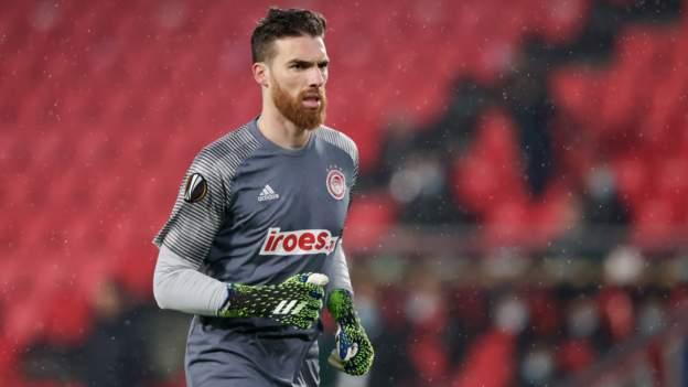 Los Wolves firman al portero del Olympiakos, José Sa, por cinco años
