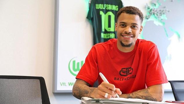 El delantero Lukas Nmecha se ha unido al Wolfsburg de la Bundesliga procedente del Manchester City