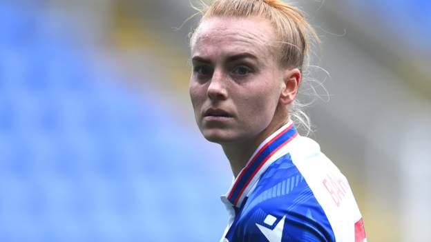 Molly Bartrip: Tottenham ficha al defensor tras la salida de Reading