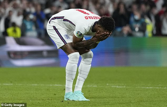 Los acontecimientos de la semana pasada han demostrado que el fútbol inglés no ha progresado en la dirección correcta