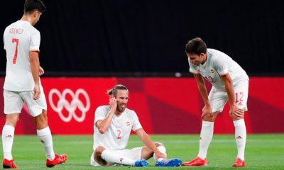 Oscar Mingueza expulsado lesionado durante la derrota de La Roja sobre Costa de Marfil