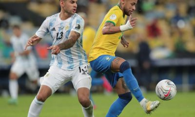 epa09336453 Cristian Romero (L) of Argentina fights for the ball with Neymar of Brazil during the Copa America 2021 final between Argentina and Brazil at the Maracana Stadium in Rio de Janeiro, Brazil, 10 July 2021. EPA-EFE/Andre Coelho