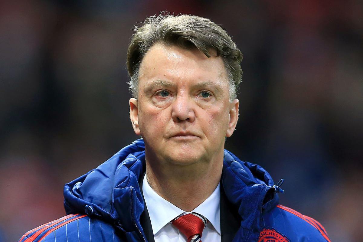 Louis van Gaal ofreció regresar a la gerencia cuando Holland convierte al ex jefe del Manchester United en el objetivo número 1 para reemplazar a Frank de Boer