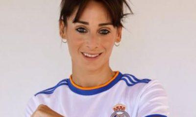 Esther González, con la camiseta del Real Madrid