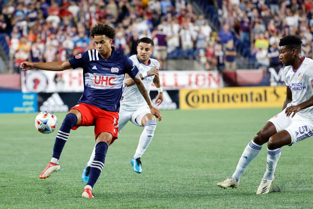 Analizando las tácticas flexibles y con mentalidad de ataque del New England Revolution en la cima de la MLS
