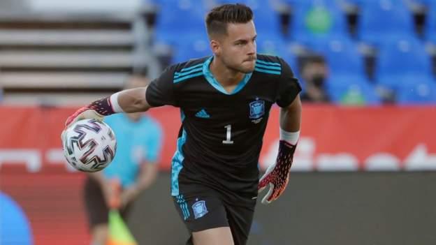 Brentford ficha al portero español Álvaro Fernández cedido por el Huesca