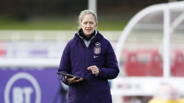 Inglaterra: Dawn Scott deja el puesto de gerente de rendimiento de Inglaterra