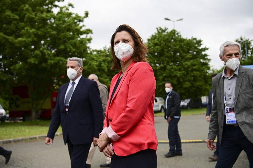 """La ministra de Deportes, Roxana Maracineanu, dice que """"se ha cruzado la línea roja"""" tras los incidentes de Niza-Marsella"""