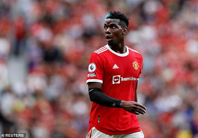 Según los informes, el Manchester United está preparado para convertir a Paul Pogba (arriba) en el jugador mejor pagado del club con un nuevo contrato de cinco años por valor de £ 400,000 por semana.