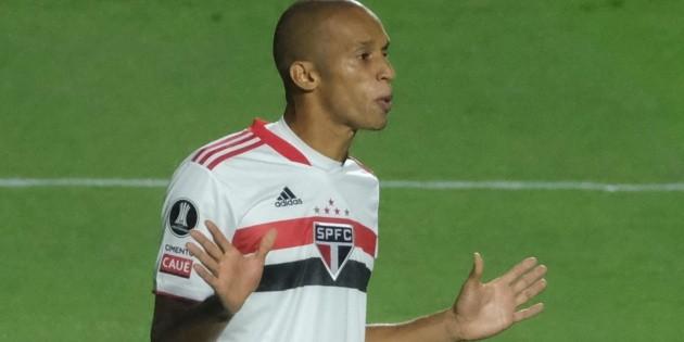 """Miranda analiza la superioridad de São Paulo y mantiene la confianza en la clasificación: """"Sabemos lo que tenemos que hacer"""""""