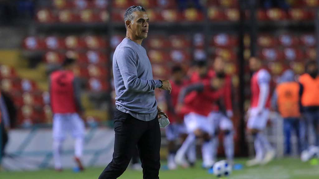 Pity Altamirano, primer DT cesado del Apertura 2021; qué técnicos están en la cuerda floja
