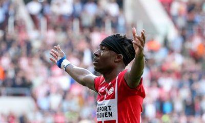 Noni Madueke, objetivo del Leicester City y Crystal Palace, anotó para el PSV en la goleada del Midtjylland