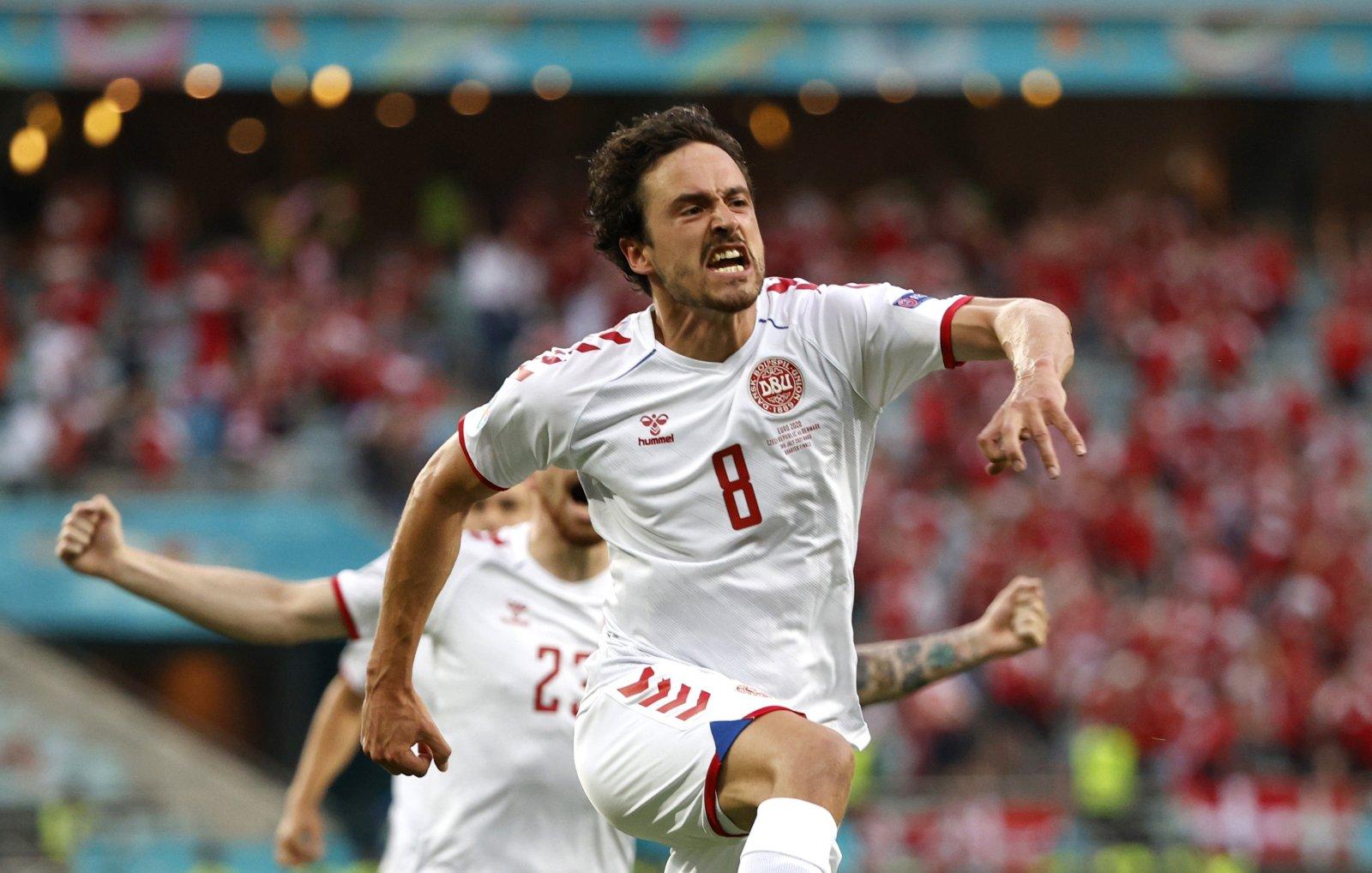 Roma consider Borussia Dortmund midfielder Delaney as talks with Arsenal for Xhaka falter