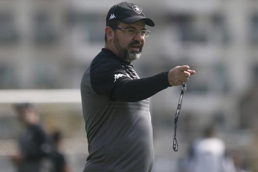 Después de la derrota de Botafogo, Enderson le pide al equipo que se calme: 'No creen ningún monstruo aquí'