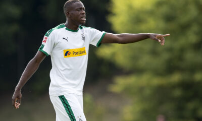 Dortmund de 10 hombres pierde ante Gladbach en el regreso de Rose al Borussia-Park