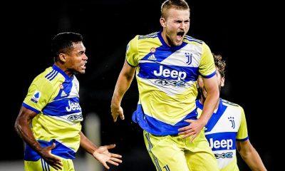 La Juventus ha centrado su atención en fichar al defensa de la Juventus Matthijs De Ligt (derecha)