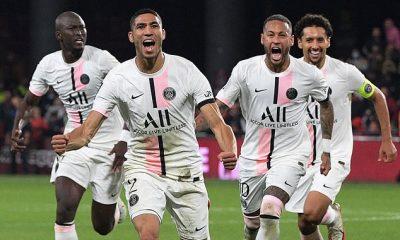El PSG logró una dramática victoria sobre Metz gracias al gol tardío de Achraf Hakimi para asegurar una victoria por 2-1