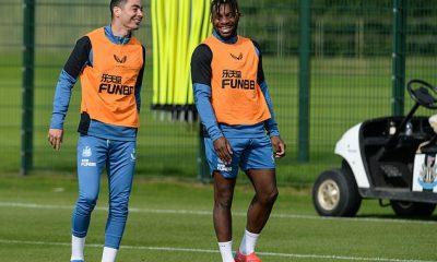 Allan Saint-Maximin (R) será un jugador de banda feliz si Newcastle puede ganar en Watford el sábado