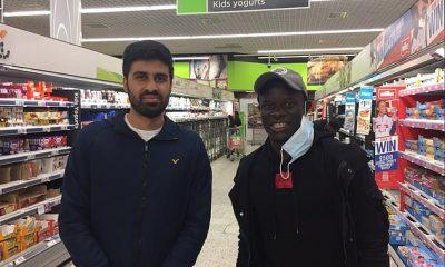N'Golo Kante del Chelsea se detuvo para una foto y charlar con un fan en Asda a principios de esta semana.
