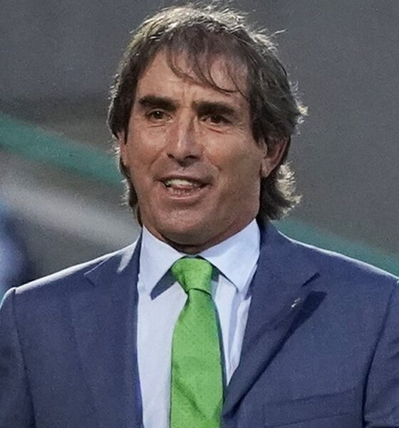 Guillermo Almada defiende al portero Gibran Lajud tras la derrota ante Rayados