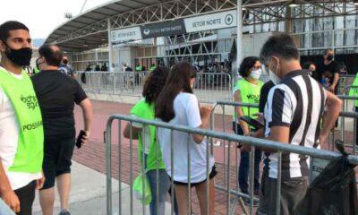 La entrada de los aficionados del Botafogo al estadio está marcada por un protocolo seguro y poco concurrido
