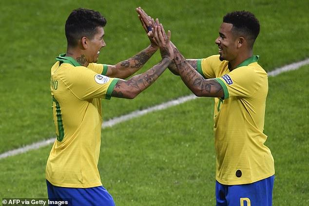 Jugadores brasileños como Roberto Firmino del Liverpool (izquierda) y Gabriel Jesus del Manchester City (derecha) podrían encontrar más fácil jugar para sus países el próximo mes.