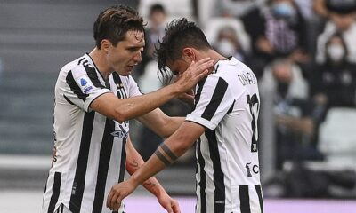 Paulo Dybala se vio obligado a retirarse lesionado durante la victoria de la Juventus por 3-2 sobre la Sampdoria el domingo