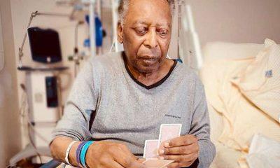 Pel juega a las cartas en el hospital y anima a su hija: 'Varios pasos adelante'