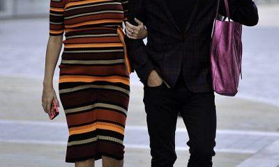 Aquí vienen: la embarazada Rachel Riley estaba del brazo con su esposo Pasha Kovalev el miércoles cuando llegaron al estadio del Manchester United en Old Trafford.