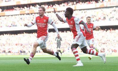 Emile Smith Rowe (izquierda) y Bukayo Saka (derecha) pueden devolver al Arsenal a la Liga de Campeones, dice el director de la academia del club, Per Mertesacker.