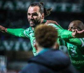 Con goles en la última etapa, el Coritiba venció a Sampaio Corrêa y se aisló en el liderato de la Serie B