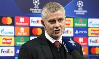 Ole Gunnar Solskjaer dijo que los fanáticos del Manchester United 'deberían saber mejor' que 'quejarse' después de que algunos se burlaran de su equipo en el medio tiempo cuando estaban detrás de Atalanta 2-0 el martes por la noche.