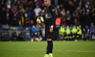 Kylian Mbappé marcó el gol de la victoria cuando el Paris Saint-Germain venció al Angers por 2-1 el viernes.
